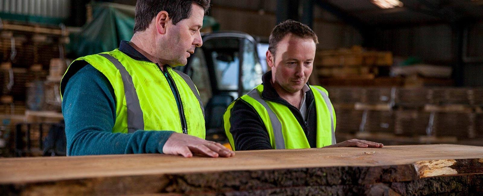 slider-sawmill-inspecting-quality.jpg.webp